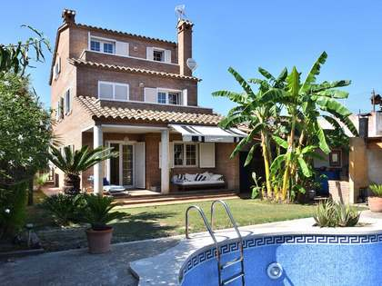 221m² House / Villa with 200m² garden for sale in Castelldefels