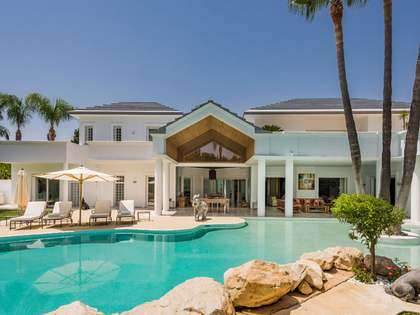 Luxury 6 bed, beachside villa for sale, Guadalmina, Marbella