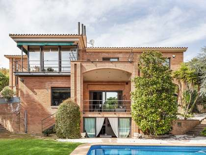 756 m² villa for sale in Premià de Dalt, Maresme