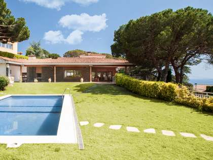 Large house for sale on 2500m²  plot in Montcabrer