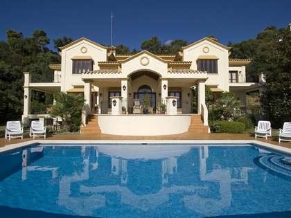 Casa familiar con vistas al mar en venta en La Zagaleta