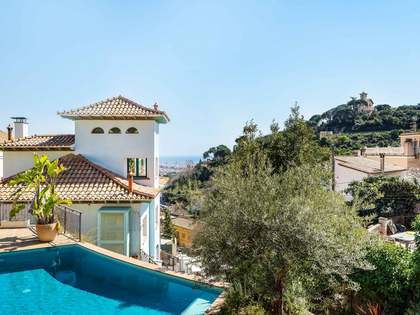 279 m² house with 361 m² garden for sale in Sarrià