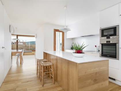 101m² Penthouse with 30m² terrace for sale in Eixample Left