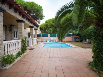Casa de 351m² con jardín y piscina en venta en Gavà Mar