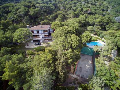 585m² House / Villa for sale in Premià de Dalt, Maresme