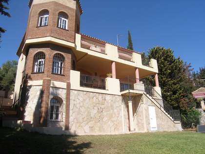 7-bedroom villa for sale 5 minutes from the beach, in Mijas