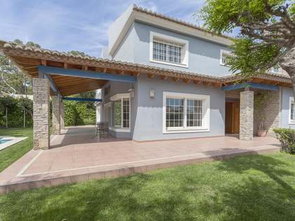 539m² House / Villa for sale in Paterna, Valencia