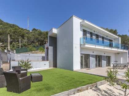 Дом / Вилла 246m² на продажу в Cubelles, Барселона