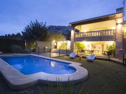 Huis / Villa van 280m² te koop met 10m² terras in Dénia