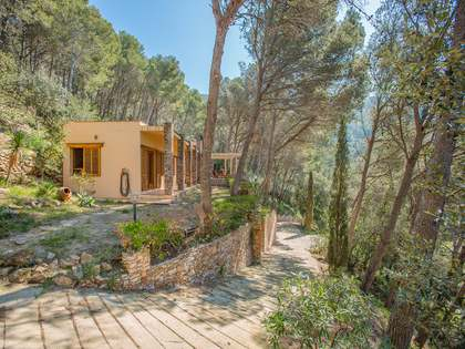 Country house on large plot for sale in Sa Riera