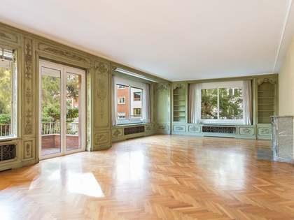Квартира 430m², 17m² террасa на продажу в Туро Парк
