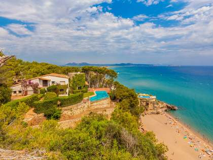 Exclusive frst line Costa Brava property to buy near Begur