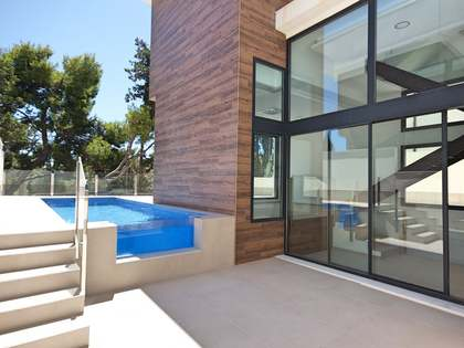 280m² House / Villa with 255m² garden for sale in Playa San Juan