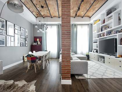 160m² Apartment with 12m² terrace for rent in Eixample Right