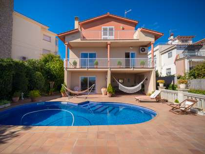 Casa / Vil·la de 362m² en venda a Montemar, Barcelona