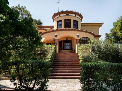 Fantastic villa with swimming pool for sale in Campolivar, Valencia