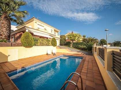 Huis / Villa van 241m² te koop in Calafell, Tarragona