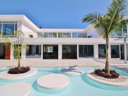 1,300 m² villa for sale in Guadalmina Baja