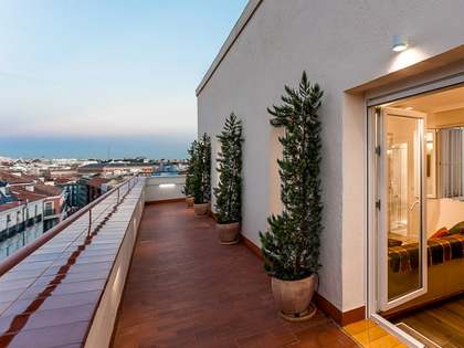 91 m² penthouse with 53 m² terrace for rent in Justicia