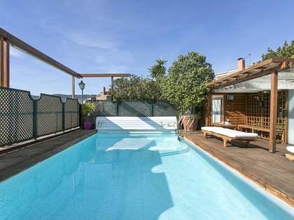 Ático con terraza y piscina en venta en Turó Parc