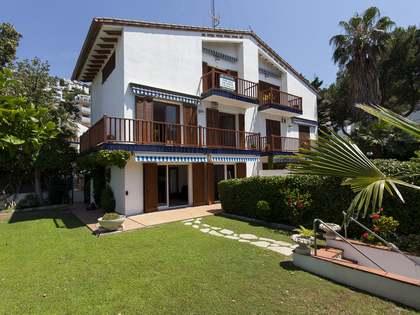 Casa / Vil·la de 200m² en venda a Levantina, Sitges