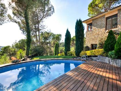 Huis / Villa van 392m² te koop in Montjuic, Girona