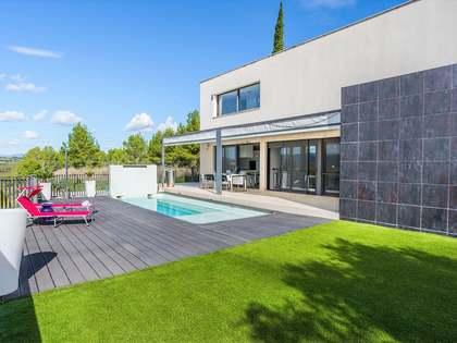 Huis / Villa van 351m² te koop in Urb. de Llevant