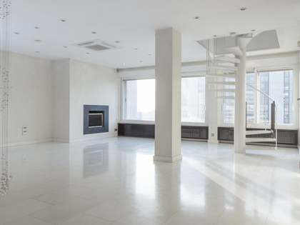 Ático dúplex de 3 dormitorios en venta en Paseo Castellana