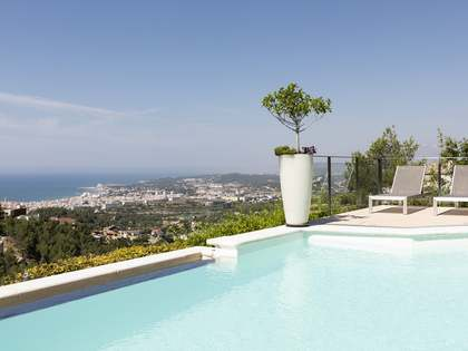 270 m² villa for sale in Quint Mar, Sitges