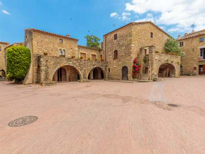500m² House / Villa with 115m² terrace for sale in Baix Empordà