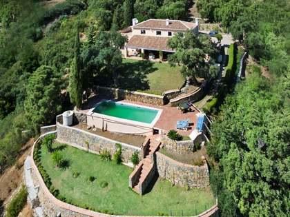 Villa de cuatro dormitorios en venta en El Madroñal, Marbella