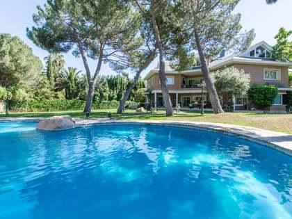 Maison / Villa de 1,500m² a louer à Pozuelo, Madrid