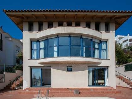 293m² House / Villa for sale in Levantina, Barcelona