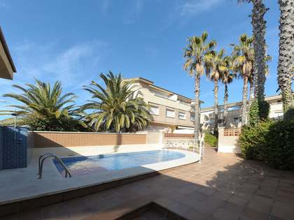 181m² town house for sale in Castelldefels, Barcelona