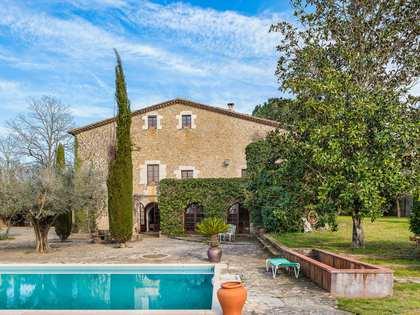 Landhuis van 1,070m² te koop in El Gironés, Girona