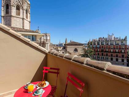 Renovated penthouse with 36m² terrace for rent in La Seu