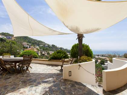 732 m² villa for sale in Levantina, Sitges