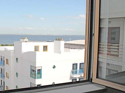 Brand new 3 bedroom apartment For sale in Lisbon with river views