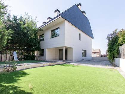 296m² House / Villa with 180m² garden for sale in Pozuelo