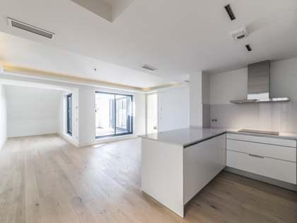 Ático renovado de 2 dormitorios en venta en la calle Recoletos