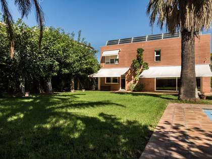 Villa for sale close to the centre of Rocafort, Valencia