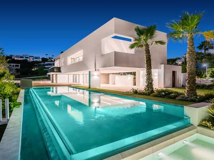 575m² House / Villa with 270m² terrace for sale in Benahavís