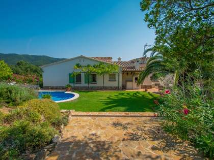 357m² House / Villa with 2,267m² garden for sale in Santa Cristina
