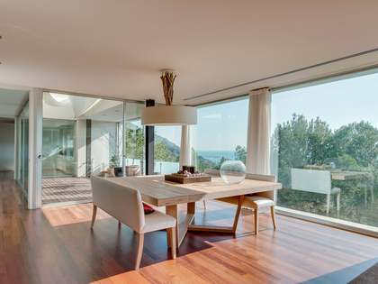 545 m² modern villa with sea views for sale in El Garraf