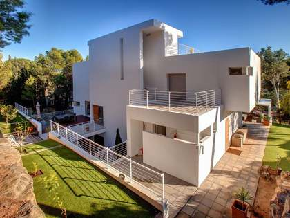 Large family home to buy in the hills of Castelldefels