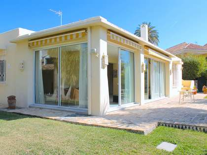 Beachside Bungalow for sale in Los Monteros, Marbella East