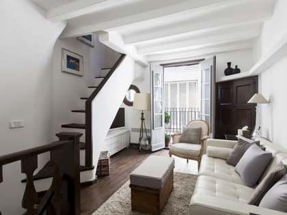 Casa adosada renovada en venta en el casco antiguo de Sitges