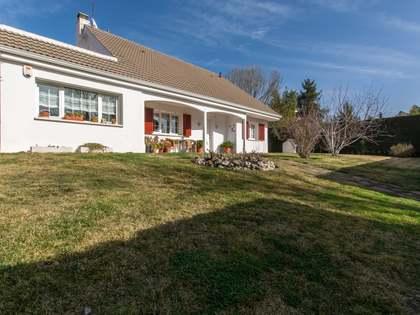 Casa / Villa de 280m² con 1,600m² de jardín en venta en Pozuelo