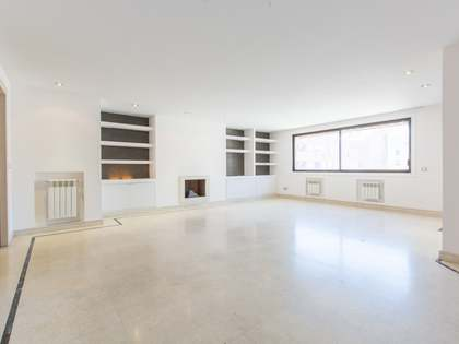 178 m² apartment for rent in Almagro, Madrid