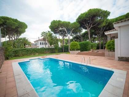 Villa de 487m² con 450m² de jardín en venta en Castelldefels